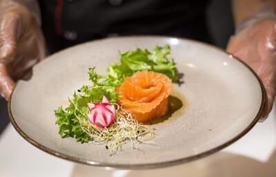 hokkaido frascati piatto composizione rosa